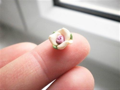 Růže polymer prům. 10 mm výška 5 mm 2 kusy