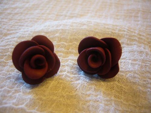 Náušnice - růžičky bordó na puzetě