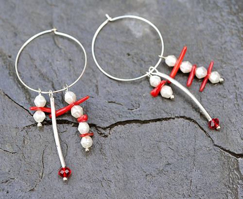 Korálové náušnice s perličkama E0141R