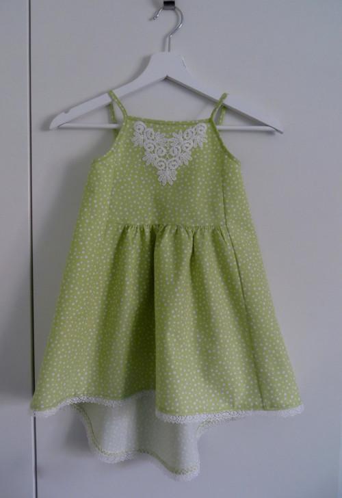 Jarní hráškově zelené šaty s puntíky, vel. 110