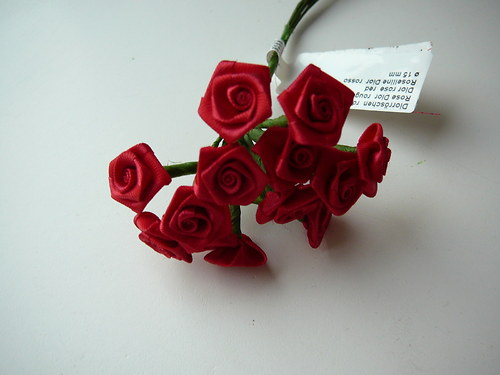 Saténové  květy 12 ks  1,5 cm
