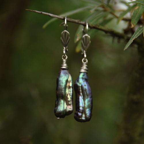 Náušnice s tmavými perlami, chir. ocel
