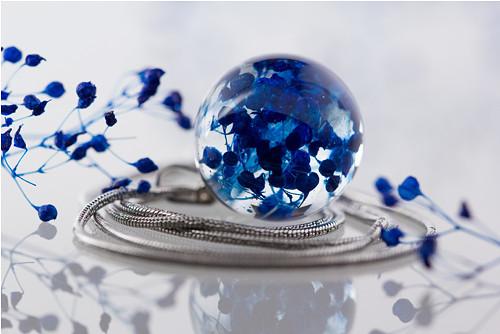 Modromodrý.. s kvítky šateru