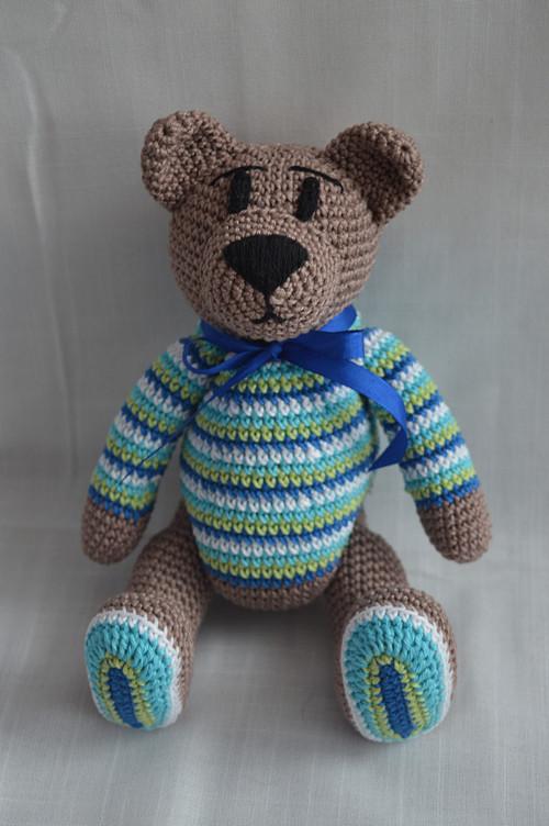 Háčkovaný medvídek chlapeček ve svetru