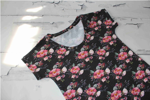 Dámské tričko - šípková růže na černé