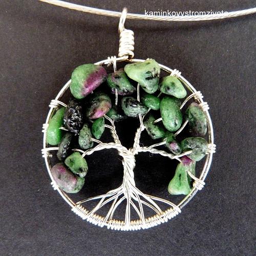 Přívěsek Strom života  s rubínem v zoisitu