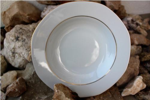 Hluboký talíř se zlatou linkou