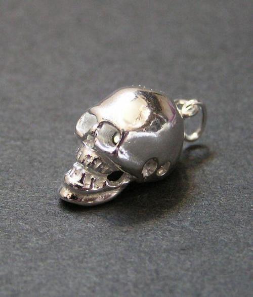 Malá trojrozměrná lebka - stříbrný přívěsek