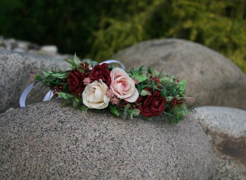 Květinový věneček s růžičkami do vínova