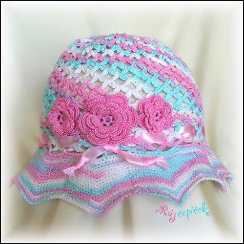 Nepřehlédnutelný klobouček