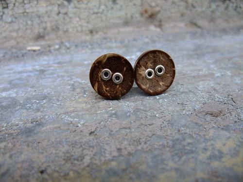 Knoflíkové náušnice - kokosky s kovovými dírkami