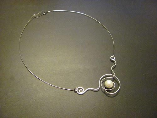 V bílém - náhrdelník
