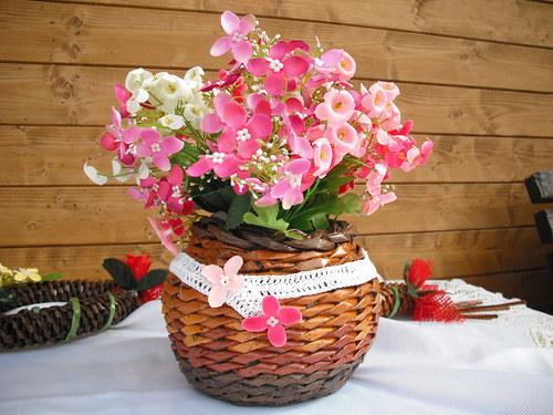 Bucláček na květinu