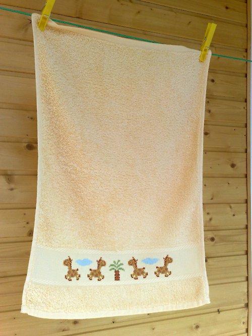 Dětský ručník se žirafkami