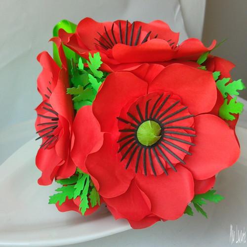 Papírová kytice vlčích máku
