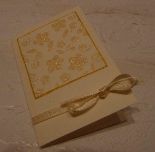 Kartička na dárek krémová