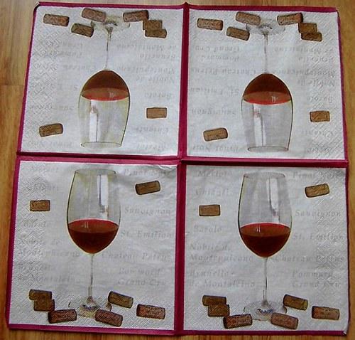 KM 035 - ubrousek 33x33 - víno + kork.zátka