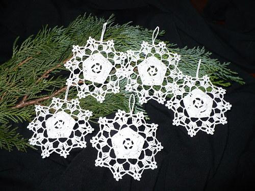 Háčkované vánoční ozdoby Kytičky