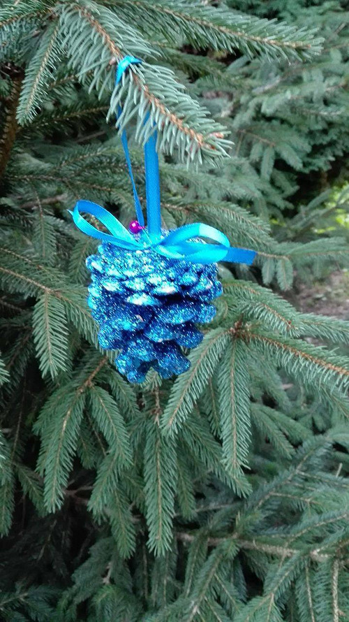 Vánoční ozdoby na stromeček ze šišek 12ks