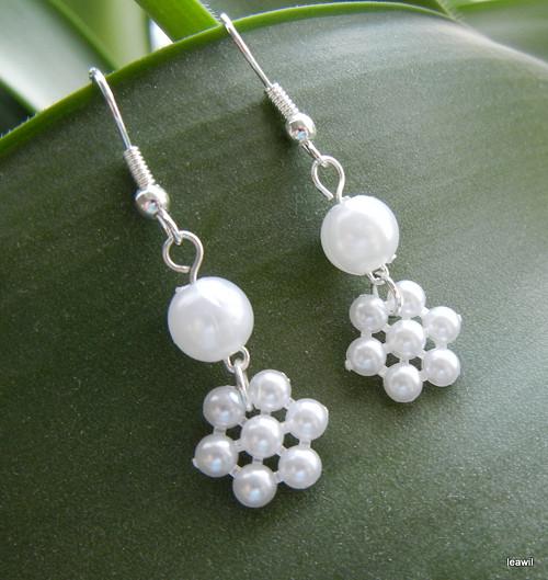 Perličkový kvítek (vločka) s perlou