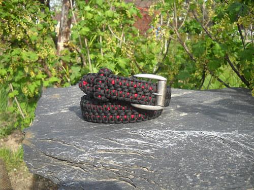 Opasek černo červený