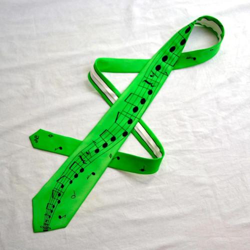 Zelená kravata s černou notovou osnovou - úzká