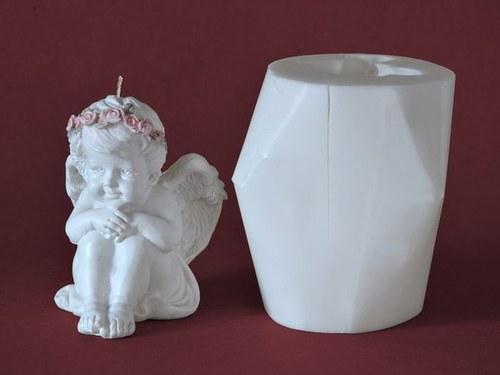 Forma na svíčky Andělíček sedící - výška 10,5cm