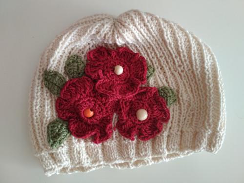 Romantická čepice nelezouško na jarní dny