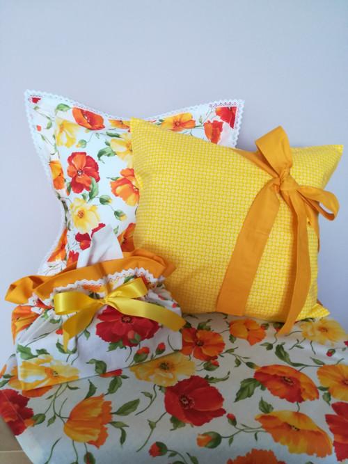 Povlak :Bílé květinky na žluté