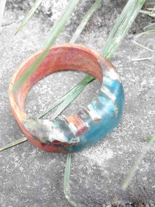Dřeváček s modrou hlubinou