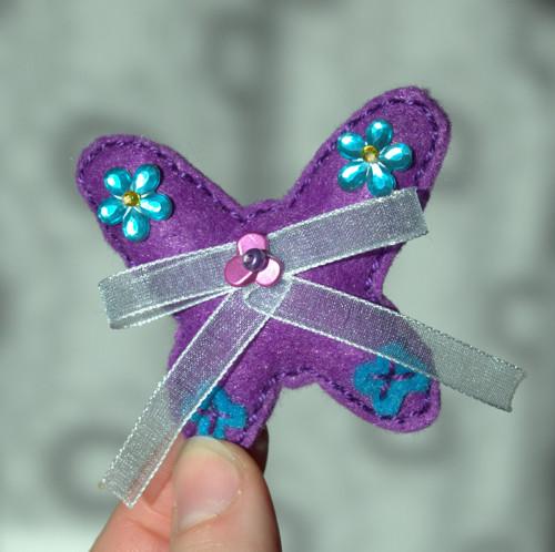 Brož - slečna Anička motýlková