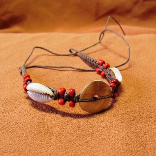 Drhaný náramek s mušličkami a perletí