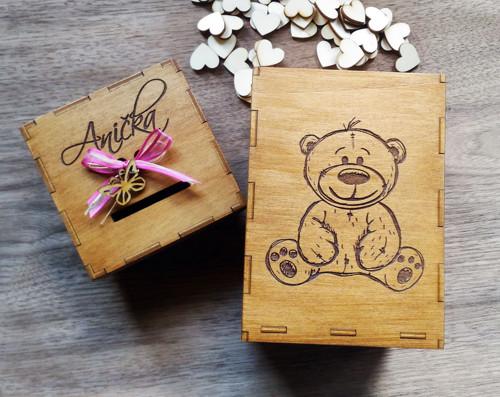 Originální dřevěná kasička hnědá s medvídkem