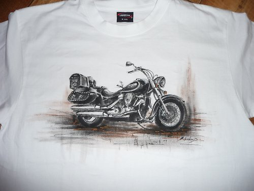 triko s namalovanou motorkou