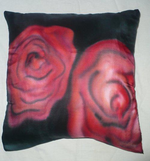 Hedvábný  povlak na polštář - růže ve tmě...