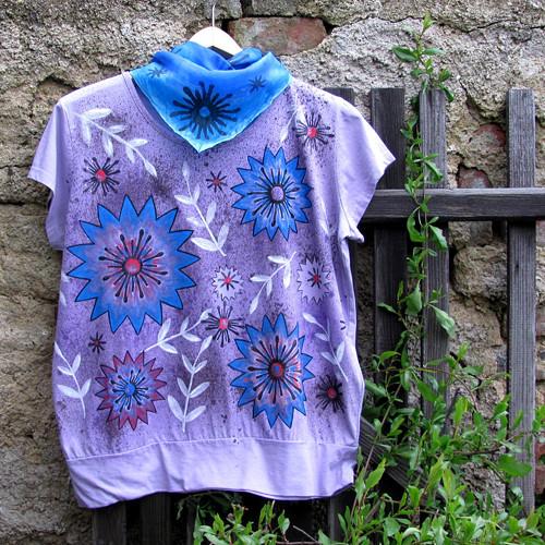Lila tričko s květy