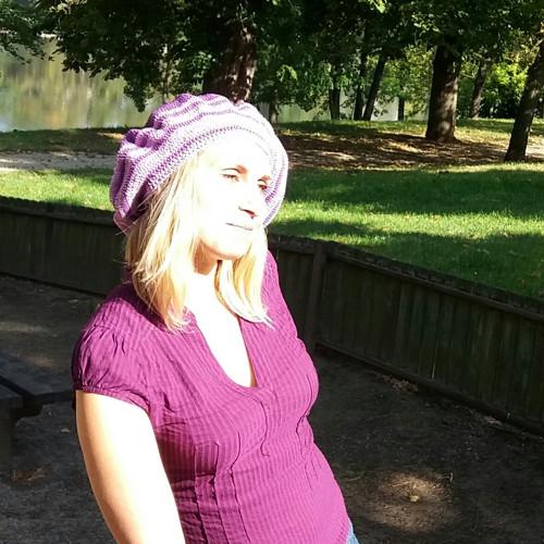 Háčkovaný  baret fialový