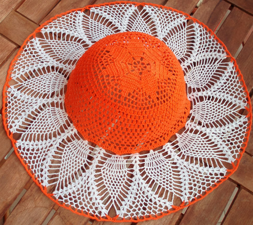 Oranžovobílý