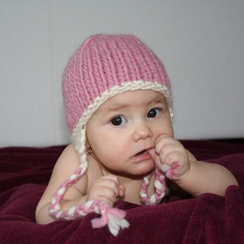 Pletená čepice s copy pro miminko