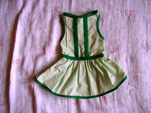 22. Zelené šatičky