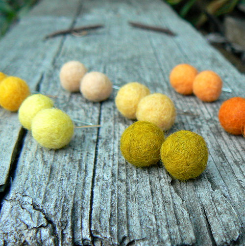 Puzetky ve žlutých a oranžových tónech