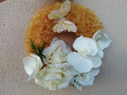 Celoroční trvanlivý věnec růže s orchidejí
