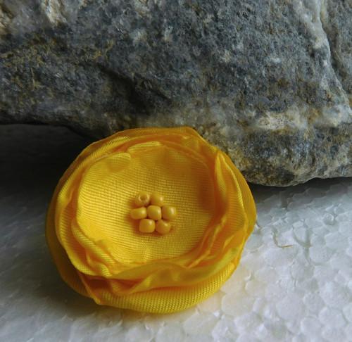 brož žltá ružička
