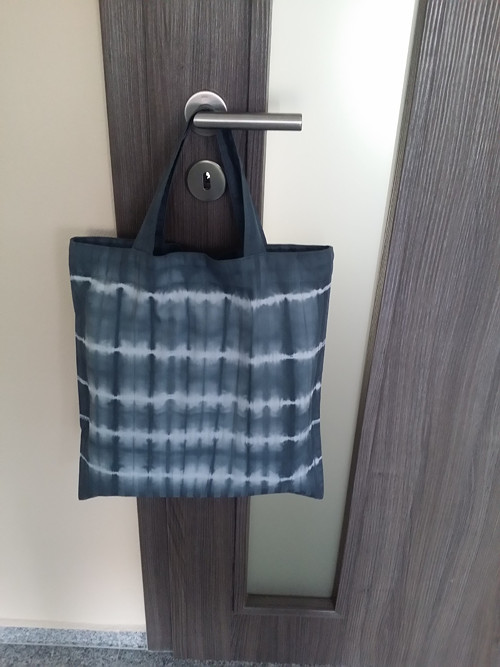 Batikovaná taška-šedo-černá-pruhy