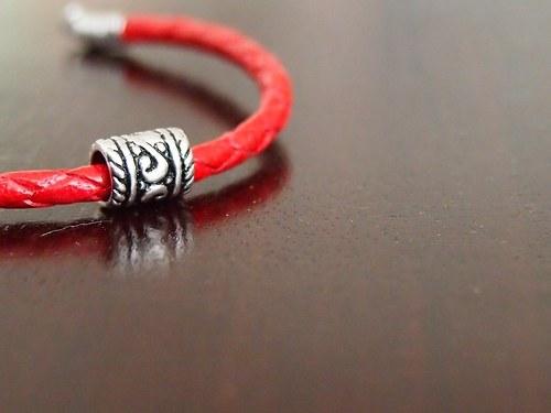 červený pletánek - kožený náramek