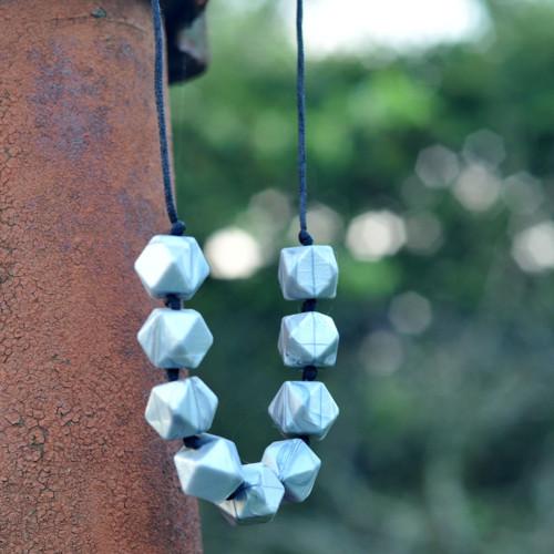 """Stříbrný měňavý náhrdelník aneb \""""Nezlobím\"""""""