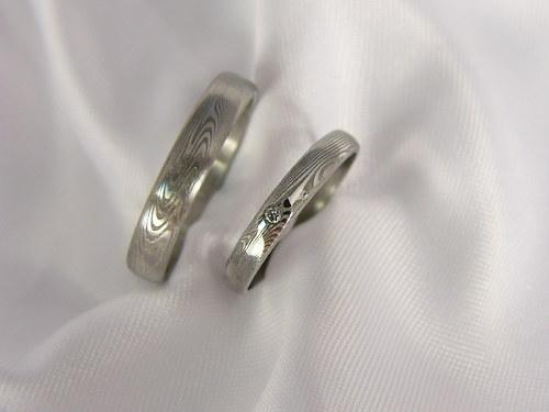 Pár snubních prstenů Theowaver z damascénské oceli