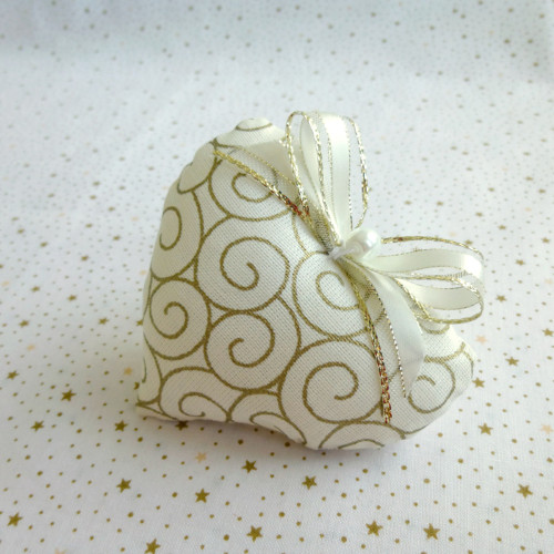 Vánoční srdíčko zlatá spirála 9 cm