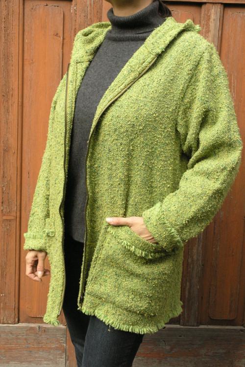 Kabátek zelený – zip  / třásně