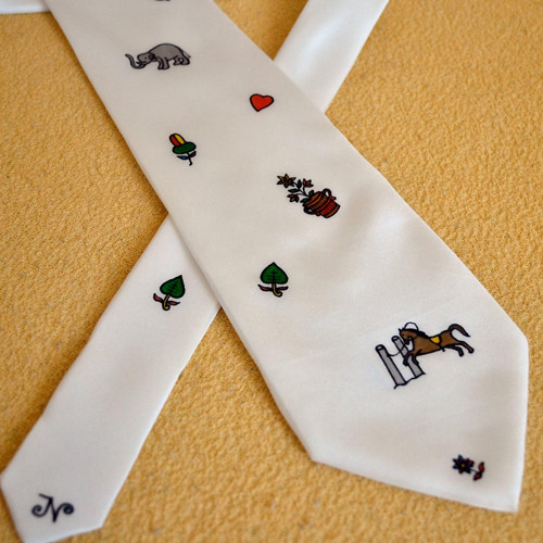 Hedvábná kravata se symboly z mariášových karet